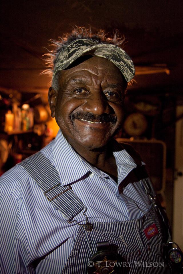 Willie in this fake hair visor